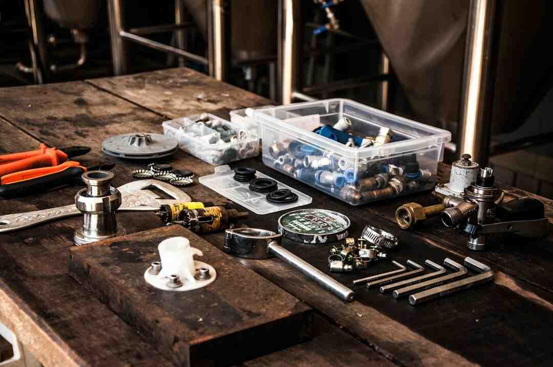 Quelle est la fonction principale d'un plombier ?